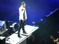 Usher hué à Berlin... il quitte la scène en jettant son micro !