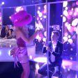 Denis Brogniart danse avec une candidate de Qui veut épouser mon fils