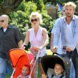 Britney Spears et son compagnon Jason Trawick visitent un zoo en Australie avec les enfants de la pop star Jayden et Sean en novembre 2009