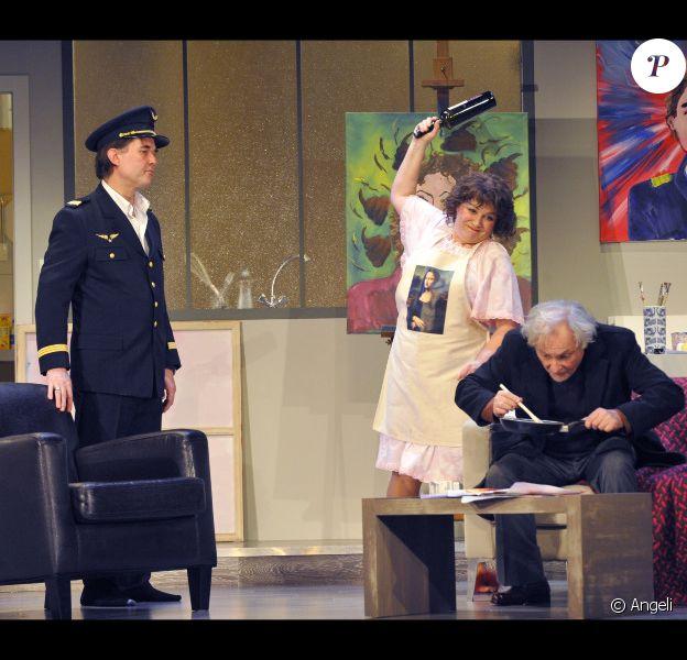 Pascal Bongard, Josiane Balasko et Daniel Berlioux lors du filage de la pièce La nuit sera chaude au théâtre de la Renaissance à Paris le 24 janvier 2011