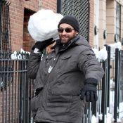 Hugh Jackman : Bataille de boules de neige avec ses enfants !