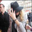 Kate Moss sort de son hôtel le Ritz à Paris, le 4 février 2011.