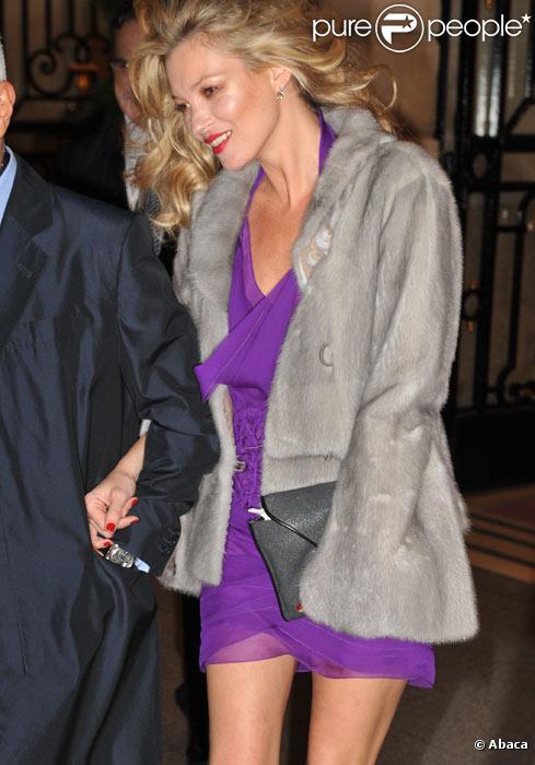 Kate Moss sort du restaurant Raspoutine à Paris, le 3 février 2011.