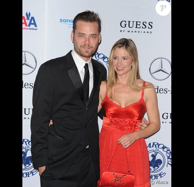 Mira Sorvino et son mari Christopher Backus lors d'une soirée à Los Angeles en octobre 2010