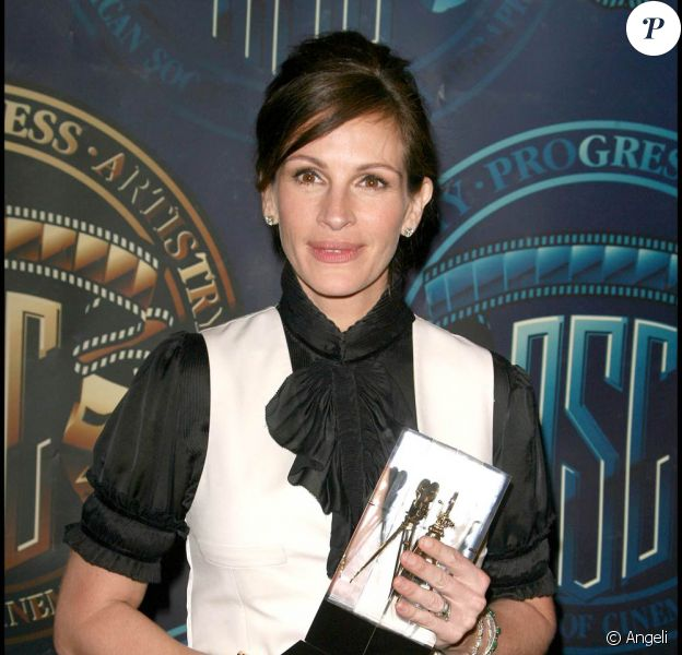 Julia Roberts honorée lors de la grande soirée des 25e ASC, qui s'est tenue au Grand Ballroom d'Hollywood, à Los Angeles, le 13 févier 2011.