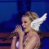 Kylie Minogue se mue en déesse grecque pour l'ouverture de son Folies Tour !