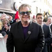 """Elton John, complètement """"gaga"""" de son petit Zachary !"""