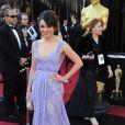 Mila Kunis délicieuse dansu une robe Haute Couture Elie Saab lors de la cérémonie des Oscars à Los Angeles le 27 février 2011