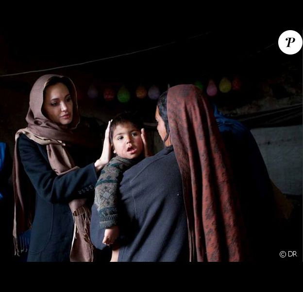 Angelina Jolie en Afghanistan le 2 mars 2011 lors de son déplacement pour le Haut Commissariat des réfugiés