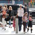 Laeticia et Johnny Hallyday et leurs filles Jade et Joy à Los Angeles mi-février 2011