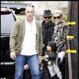 Johnny et Laeticia Hallyday avec leurs filles Jade et Joy à Los Angeles mi-février 2011