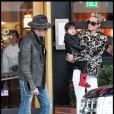 Johnny et Laeticia Hallyday et leurs filles Jade et Joy à Los Angeles mi-février 2011