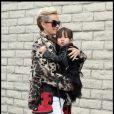 Laeticia Hallyday et sa fille Joy à Los Angeles, mi-février 2011