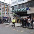 Amy Winehouse arrive au commissariat