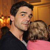 Xavier de Moulins : Papa émerveillé avec sa petite dernière !