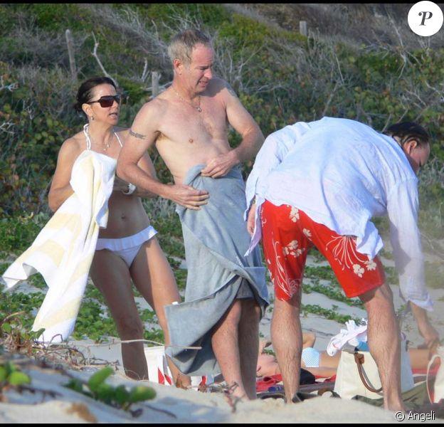John McEnroe, son épouse Patty Smyth, et leurs amis à Saint-Barthélemy, le 23 mars 2011
