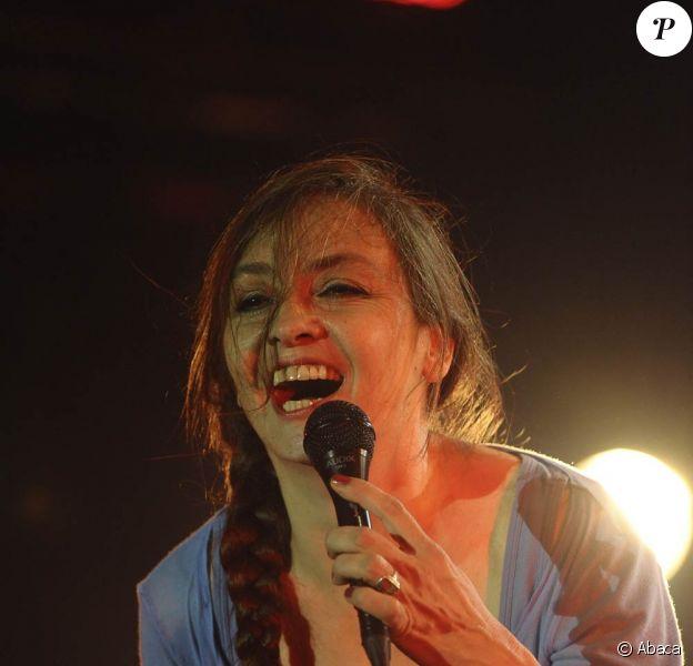 Le 30 mars 2011, Catherine Ringer (photo : aux Francofolies de La Rochelle 2008) présentait en toute confidentialité son nouvel album et son premier solo, Ring n' Roll, sur la scène de la Boule Noire à Paris.