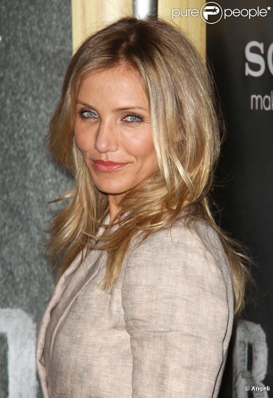 """Cameron Diaz, en blonde incendiaire le 30 mars au CinemaCon de Los Angeles pour promouvoir son dernier film,  Bad Teacher , et recevoir le prix de """"Célébrité féminine de l'année""""."""