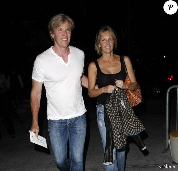 Heather Locklear et son homme Jack Wagner arrivent au Staples Center pour assister au match de basket opposant l'équipe de Dallas à celle de Los Angeles le 31 mars 2011