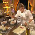 Les candidats préparent leurs assiettes autour du thème de la tomate-mozzarella (Finale de Top Chef 2011, lundi 4 avril).