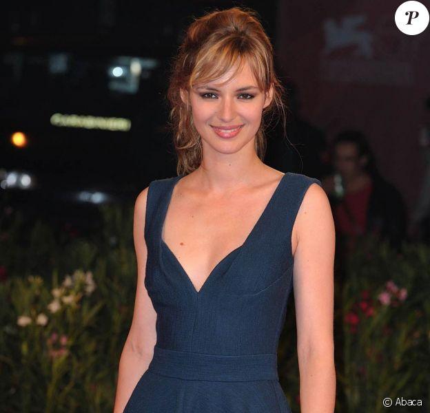 Louise Bourgoin jouera dans l'adaptation de L'amour dure trois ans de Frédéric Beigbeder.