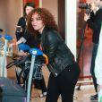 Monia (Popstars 2) à Orly le 18 avril 2011 avant de s'envoler vers Miami pour le tournage des Anges de la télé-réalité