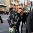 Fergie, dans les rues de New York le 21 avril 2011 à l'occasion de la promotion de sa ligne de chaussures printemps-été chez Macy's.