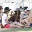 Vanessa Hudgens assiste au festival de Coachella, à Indio (Californie), avec des amis et Josh Hutcherson, samedi 16 avril.