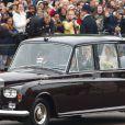 Kate Middleton arrive avec son père à l'Abbaye de Westminster, le 29 avril 2011