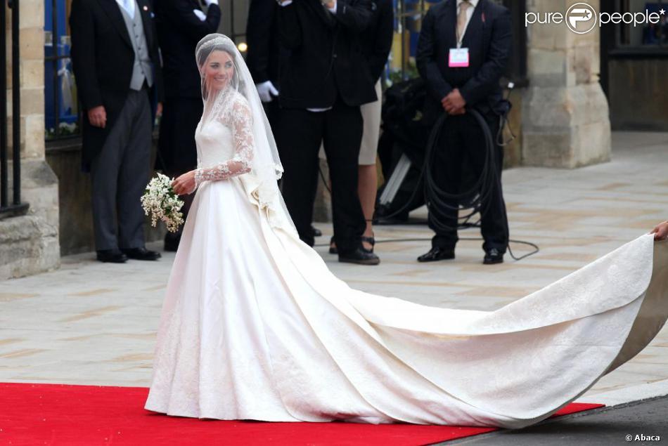kate middleton dans sa somptueuse robe de mari e cr e par
