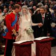 Kate Middleton aux côtés du prince William dans  l'abbaye de Westminster le 29 avril 2011 à Londres
