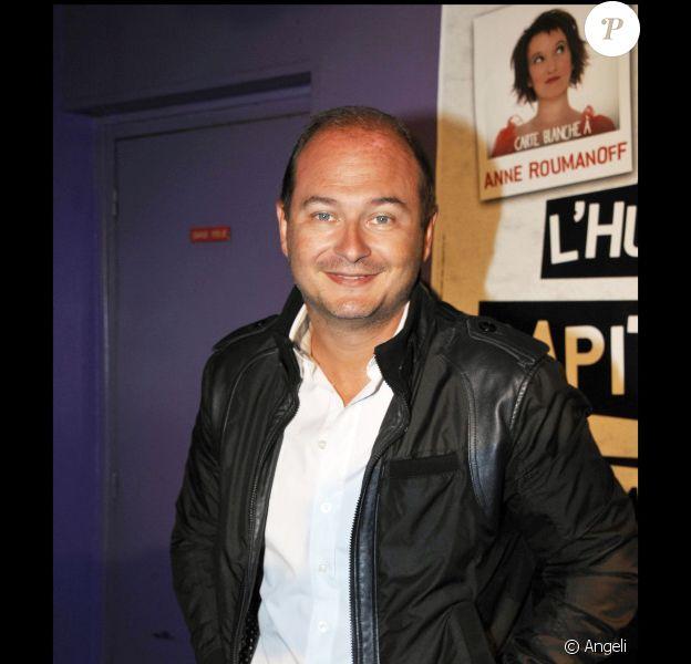 Sébastien Cauet lors de la conférence de presse pour le Festival de l'humour en capitales 2011 en avril au Rex Club de Paris