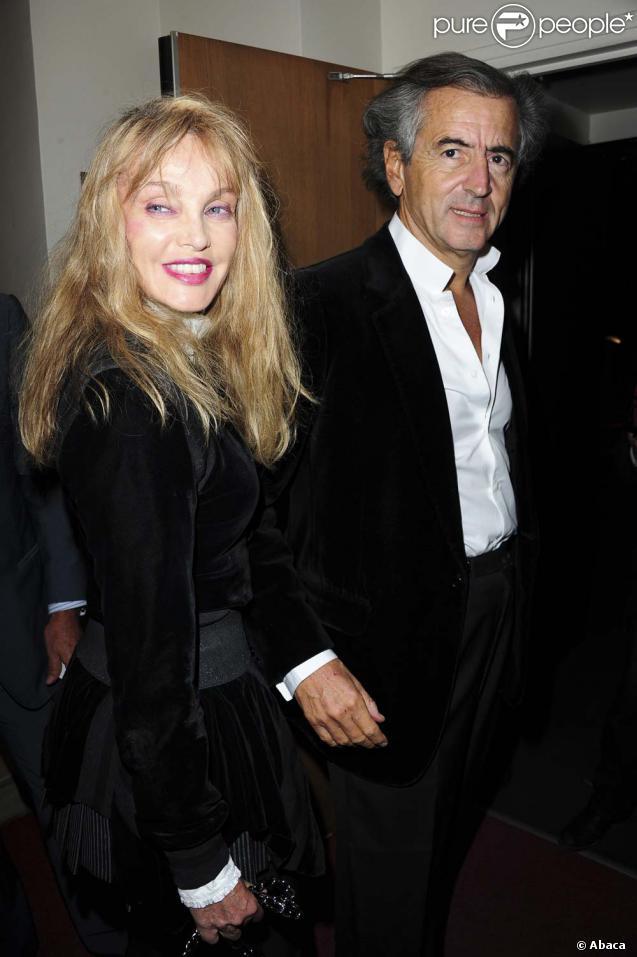 Arielle Dombasle et Bernard-Henri Lévy, à Paris, le 20 septembre 2010.