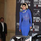 Lady Gaga dévoile ses seins... Elle est pourtant habillée de la tête aux pieds !