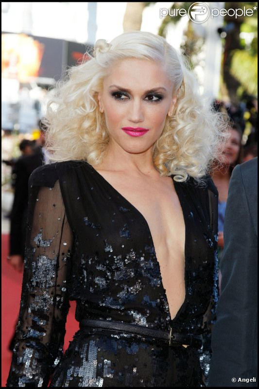 gwen stefani lors de la mont e des marches de tree of life en mai 2011 l 39 occasion du 64e. Black Bedroom Furniture Sets. Home Design Ideas