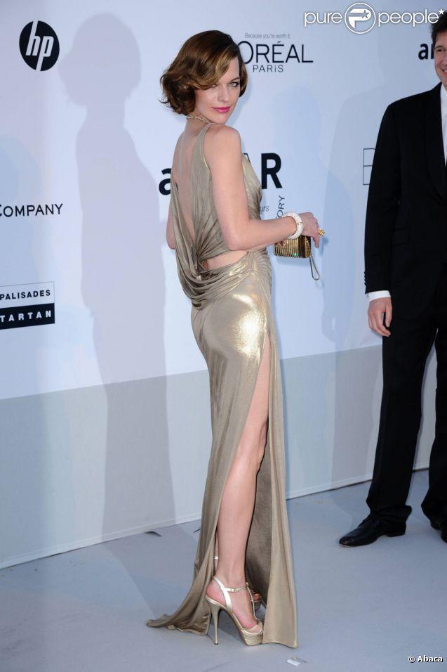 Milla Jovovich, superbe en Atelier Versace, lors du gala de l'amfAR au Cap d'Antibes le 19 mai 2011