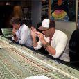 Sofiane en studio avec Johnny Williams, dans les Anges de la télé-réalité 2, Miami Dreams !