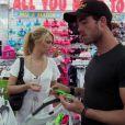 Entre Caroline et Jonathan, le courant passe, dans les Anges de la télé-réalité 2, Miami Dreams !