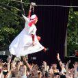 En plein Central Park (New York), Lady Gaga est comme chez elle, et survole la foule, vendredi 27 mai 2011, dans le cadre de l'ouverture des concerts estivaux du Good Morning America.