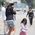 Katie Holmes et Suri Cruise sur la plage de Malibu le 30 mai 2011