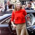 Comme à chacune de ses sorties, les fans de la princesse étaient au rendez-vous.   Maxima des Pays-Bas assurait un discours fondateur lors d'une conférence économique à Amsterdam, le 30 mai 2011. Son glamour était au rendez-vous, sa voix... non !