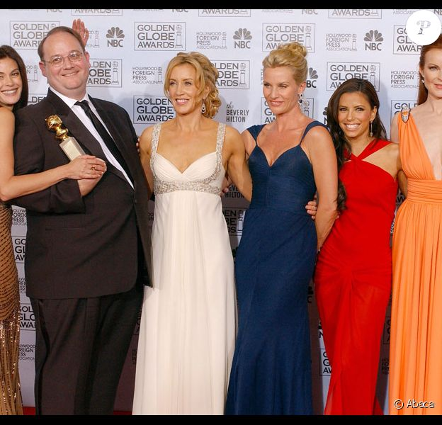 L'équipe de Desperate Housewives en 2006 : Teri Hatcher, Marc Cherry, Felicity Huffman, Nicollette Sheridan, Gabrielle Solis et Marcia Cross