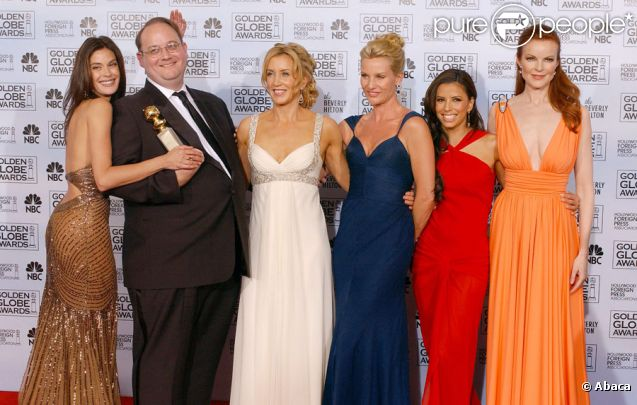 L'équipe de Desperate Housewives en 2006 : Teri Hatcher, Marc Cherry, Felicity Huffman, Nicollette Sheridan, Gabrielle Solis et Marcia Cross