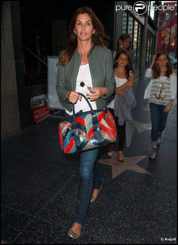 Cindy Crawford emmène sa fille Kaia au restaurant. Los Angeles, 1er juin 2011