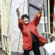 Liza Minnelli prépare un retour flamboyant... et s'échauffe en pleine rue !