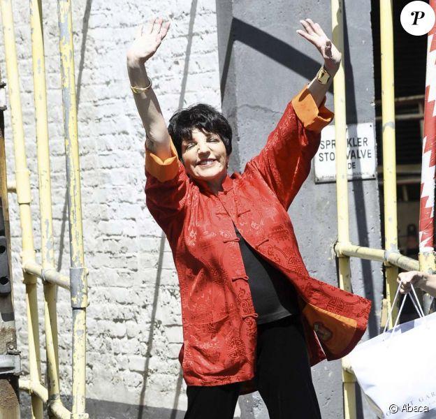 Liza Minnelli est radieuse devant les studios d'ITV à Londres, le 3 juin 2011.