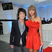 Ronnie Wood avec sa jeune fiancée (qui copie Anna Wintour), pour Tom Hanks !