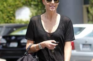 Charlize Theron : En total look black et au naturel, elle est rayonnante !