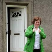 Susan Boyle, lookée flashy et enthousiaste : a-t-elle une bonne nouvelle ?
