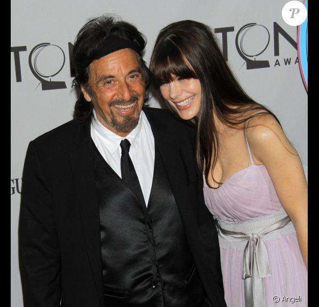 Al Pacino et sa compagne Lucila Sola lors des Tony Awards le 12 juin 2011 à New York